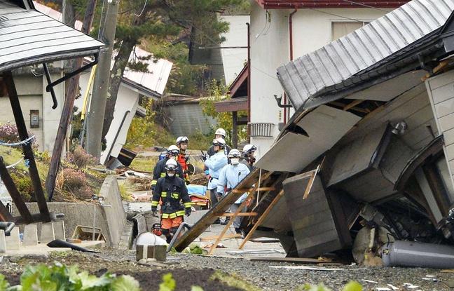 648x415_pompiers-secouristes-milieu-maisons-effondrees-apres-tremblement-terre-hakuba-prefecture-nagano-japon-23-novembre-2014 - Copie