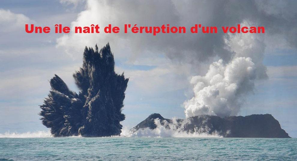 Un volcan forme une île