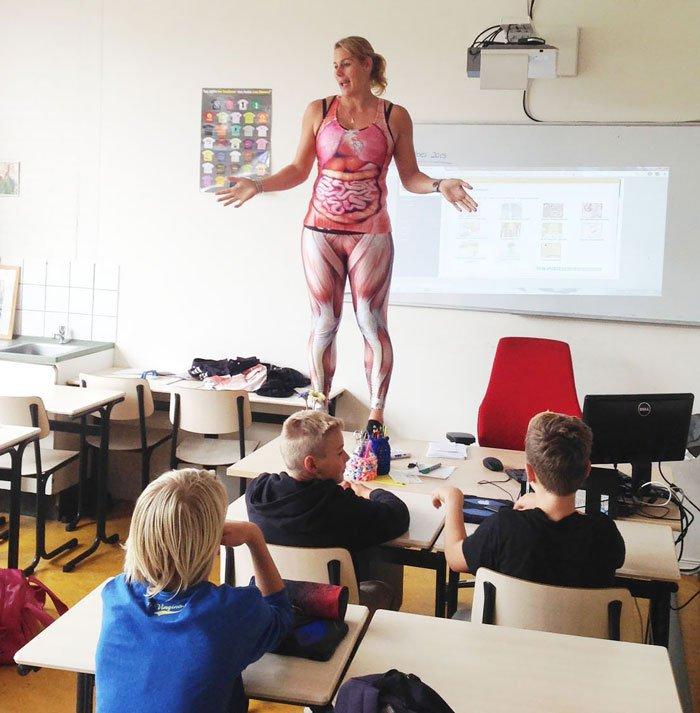 prof de SVT déshabille cours